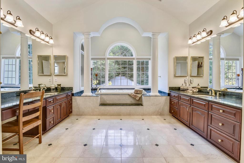 Magnificent master bath - 12303 BLAIR RIDGE RD, FAIRFAX
