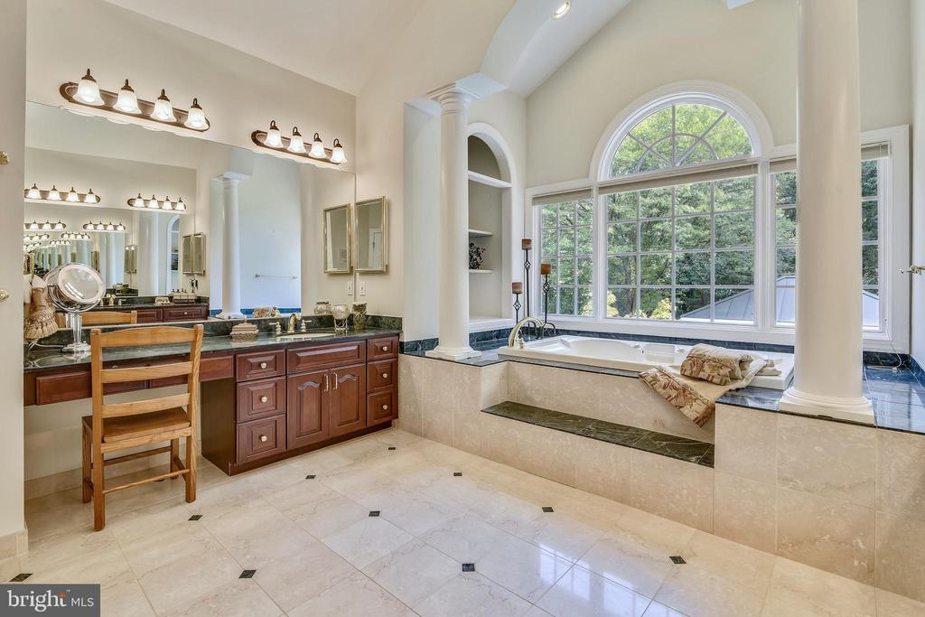 Marble elegance - 12303 BLAIR RIDGE RD, FAIRFAX