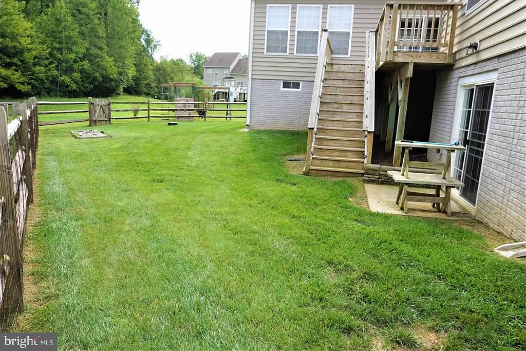 Fenced backyard - 6205 HAWSER DR, KING GEORGE