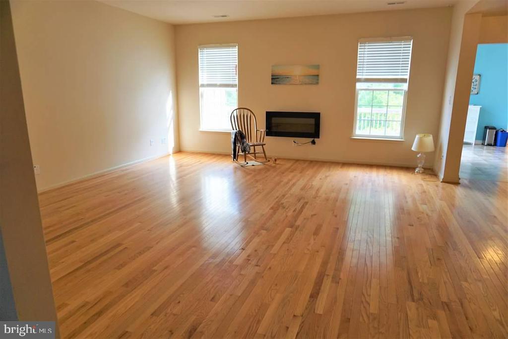 Spacious living room. - 6205 HAWSER DR, KING GEORGE