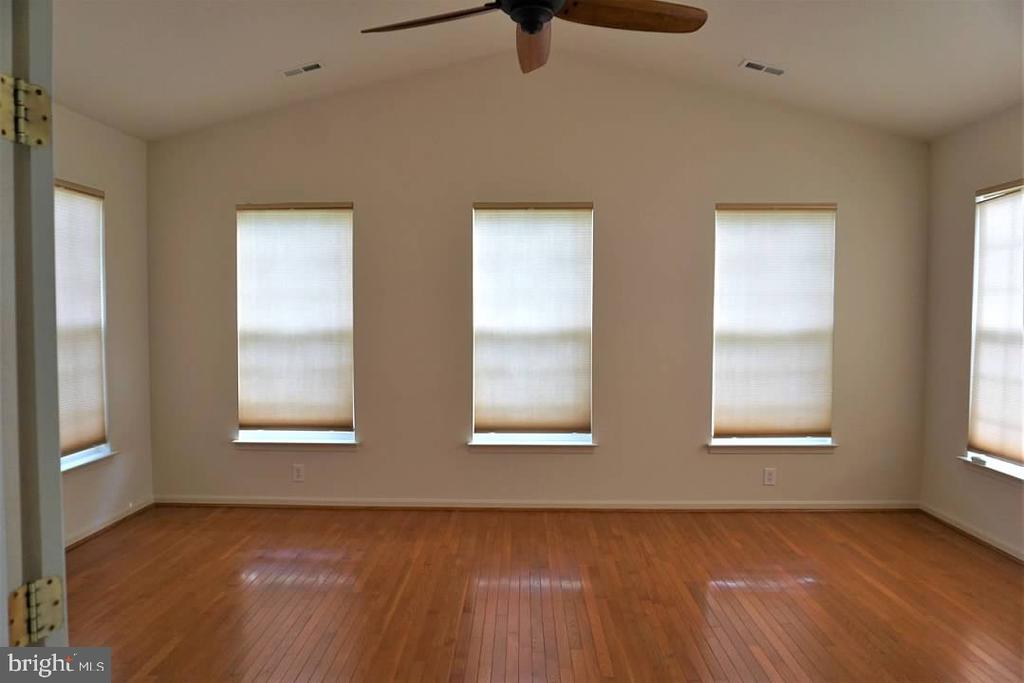 Four season sun room! - 6205 HAWSER DR, KING GEORGE