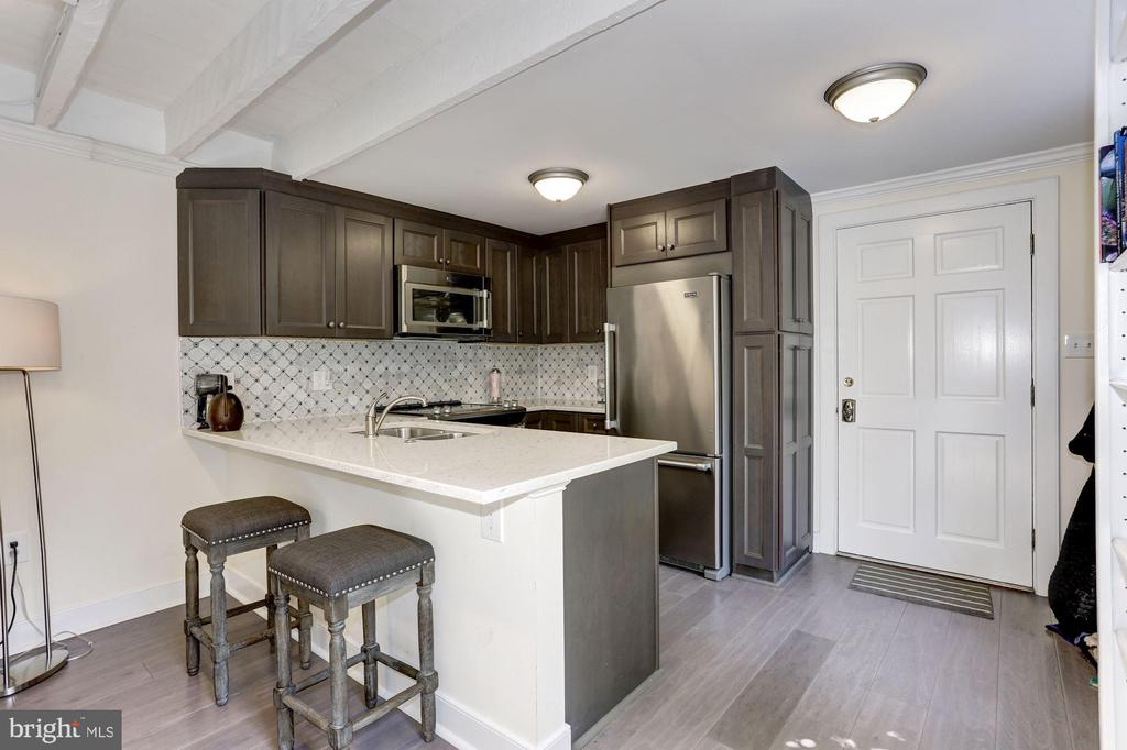 Carriage House with modern kitchen - 209 S LEE ST, ALEXANDRIA