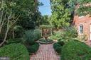 Garden brick walkway and luxurious fountain - 209 S LEE ST, ALEXANDRIA