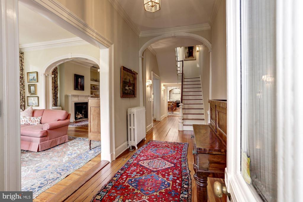 Spacious foyer with view to the living rom - 209 S LEE ST, ALEXANDRIA