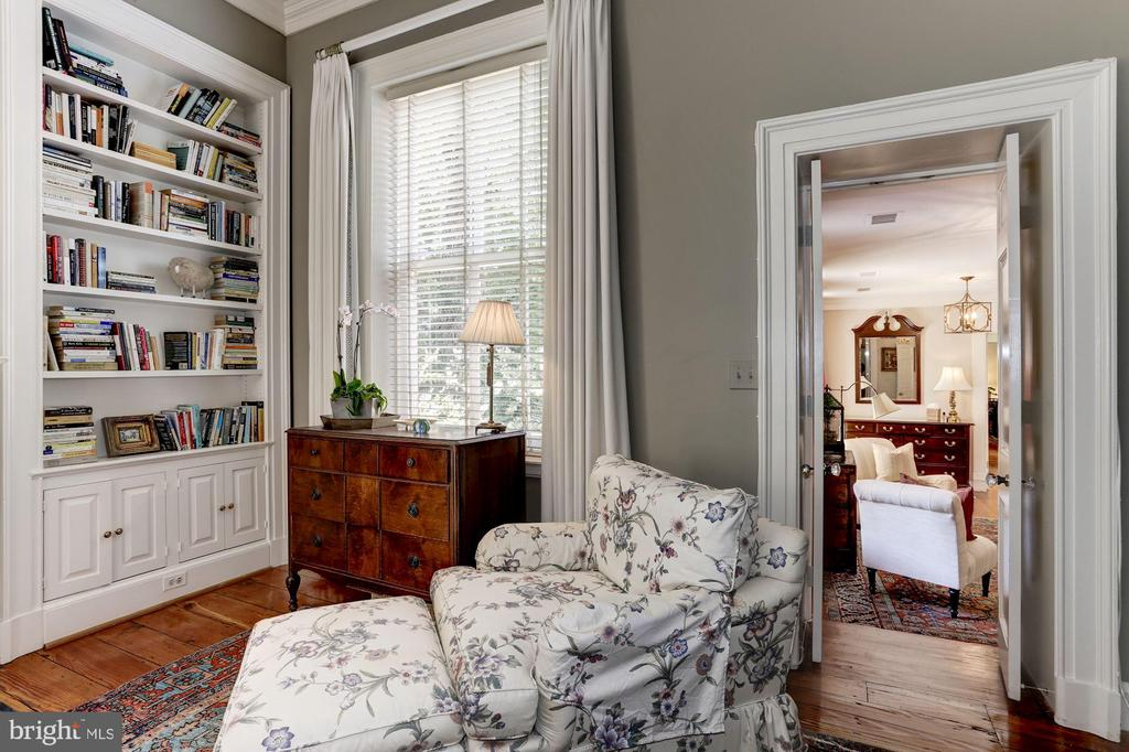 Bedroom with adjoining sitting/dressing room - 209 S LEE ST, ALEXANDRIA
