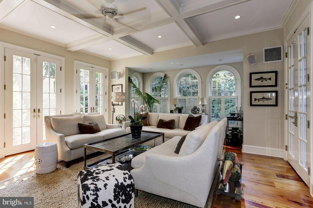 Family Room w/arched windows and views to garden - 209 S LEE ST, ALEXANDRIA
