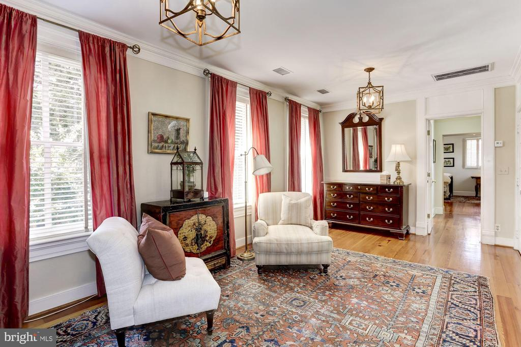 Spacious Dressing/Sitting Room - 209 S LEE ST, ALEXANDRIA