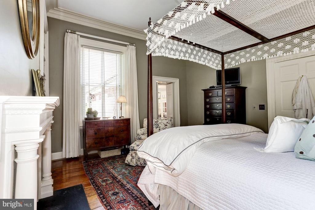 Bedroom with view to the serene gardens - 209 S LEE ST, ALEXANDRIA