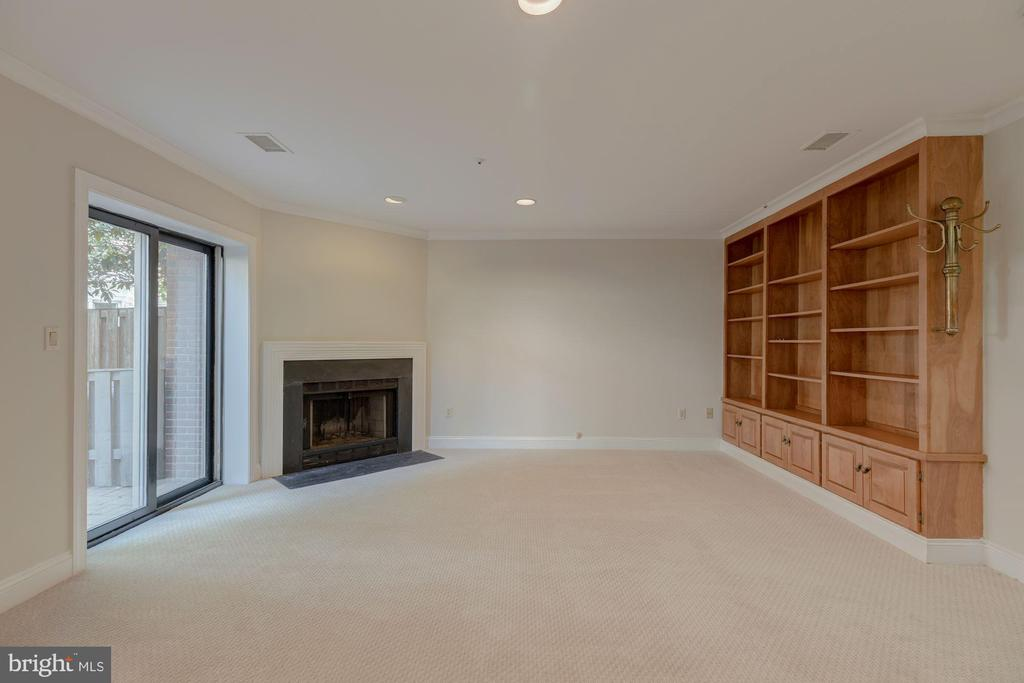 Recreation Room w/ built-ins & fireplace - 1503 N COLONIAL CT, ARLINGTON