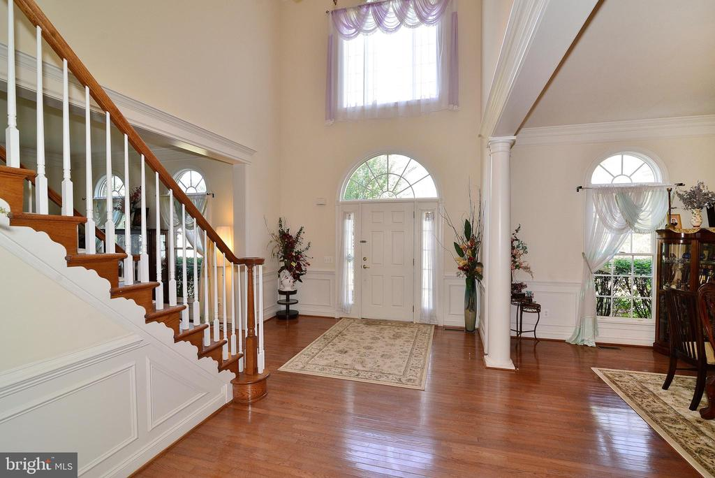 2 Story Foyer - 7901 SOUTH RUN VW, SPRINGFIELD