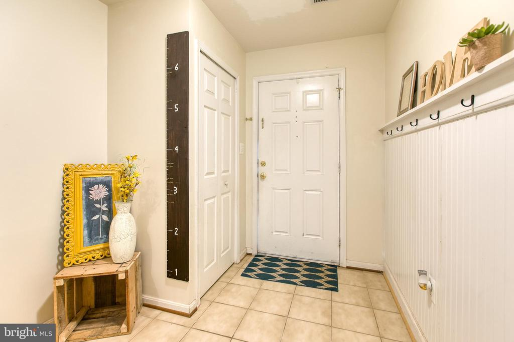 Foyer main entrance - 10864 DEPOT DR, BEALETON