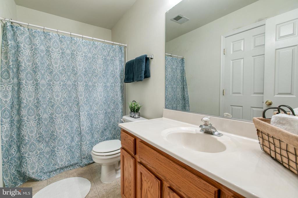 Master bathroom - 10864 DEPOT DR, BEALETON