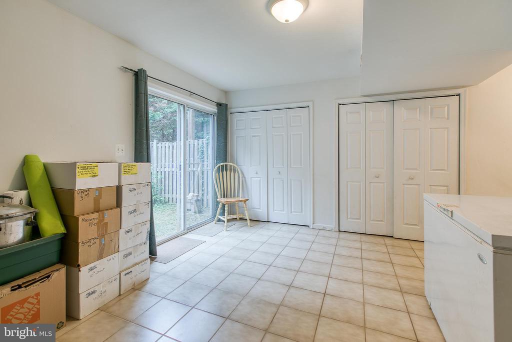 Walkout basement to fenced backyard - 10864 DEPOT DR, BEALETON