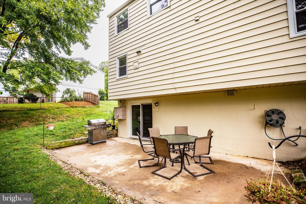 Large patio for your grill and outdoor furniture - 13812 MEADOWBROOK RD, WOODBRIDGE