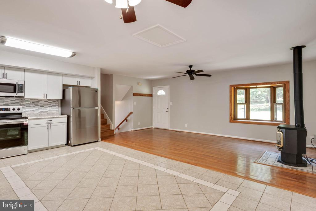 Kitchen and living combo - 105 ELEY RD, FREDERICKSBURG