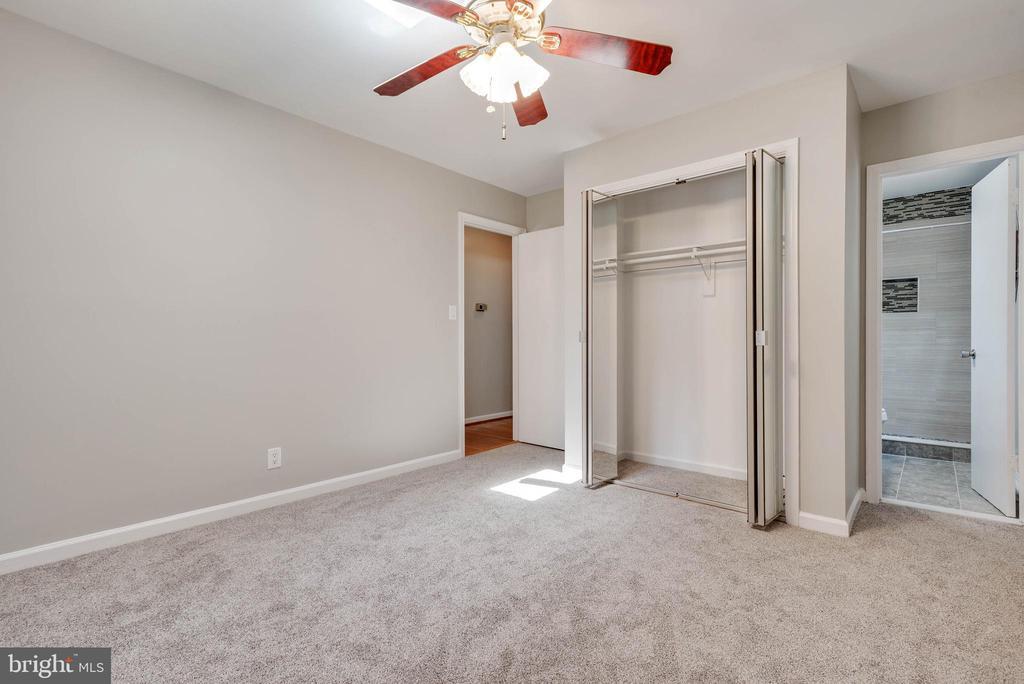 Master Bedroom - 105 ELEY RD, FREDERICKSBURG