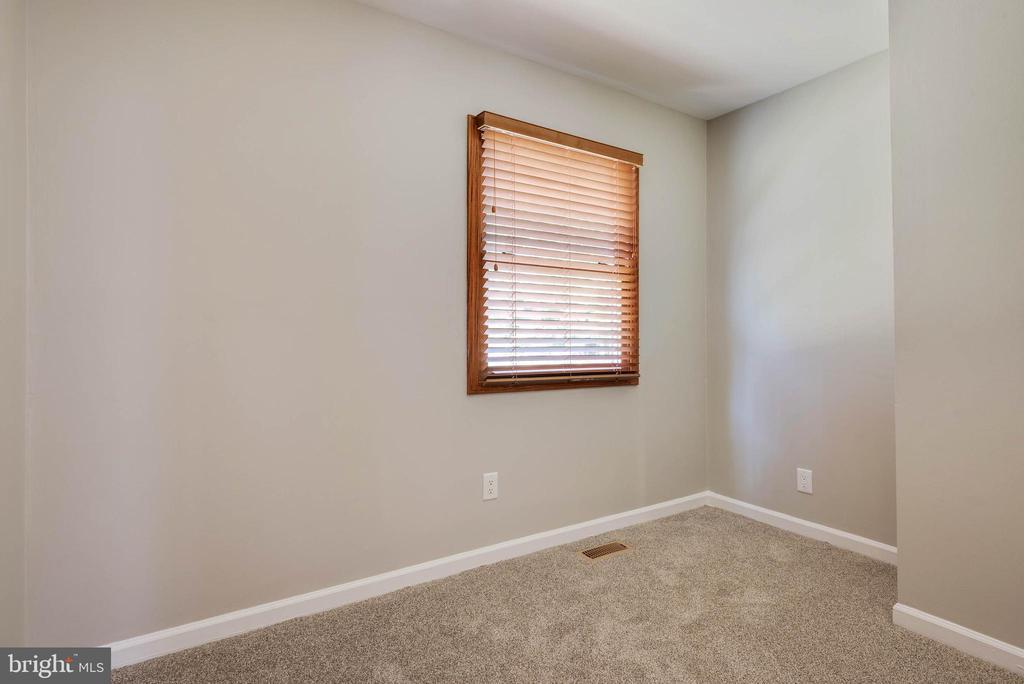 3rd bedroom - 105 ELEY RD, FREDERICKSBURG