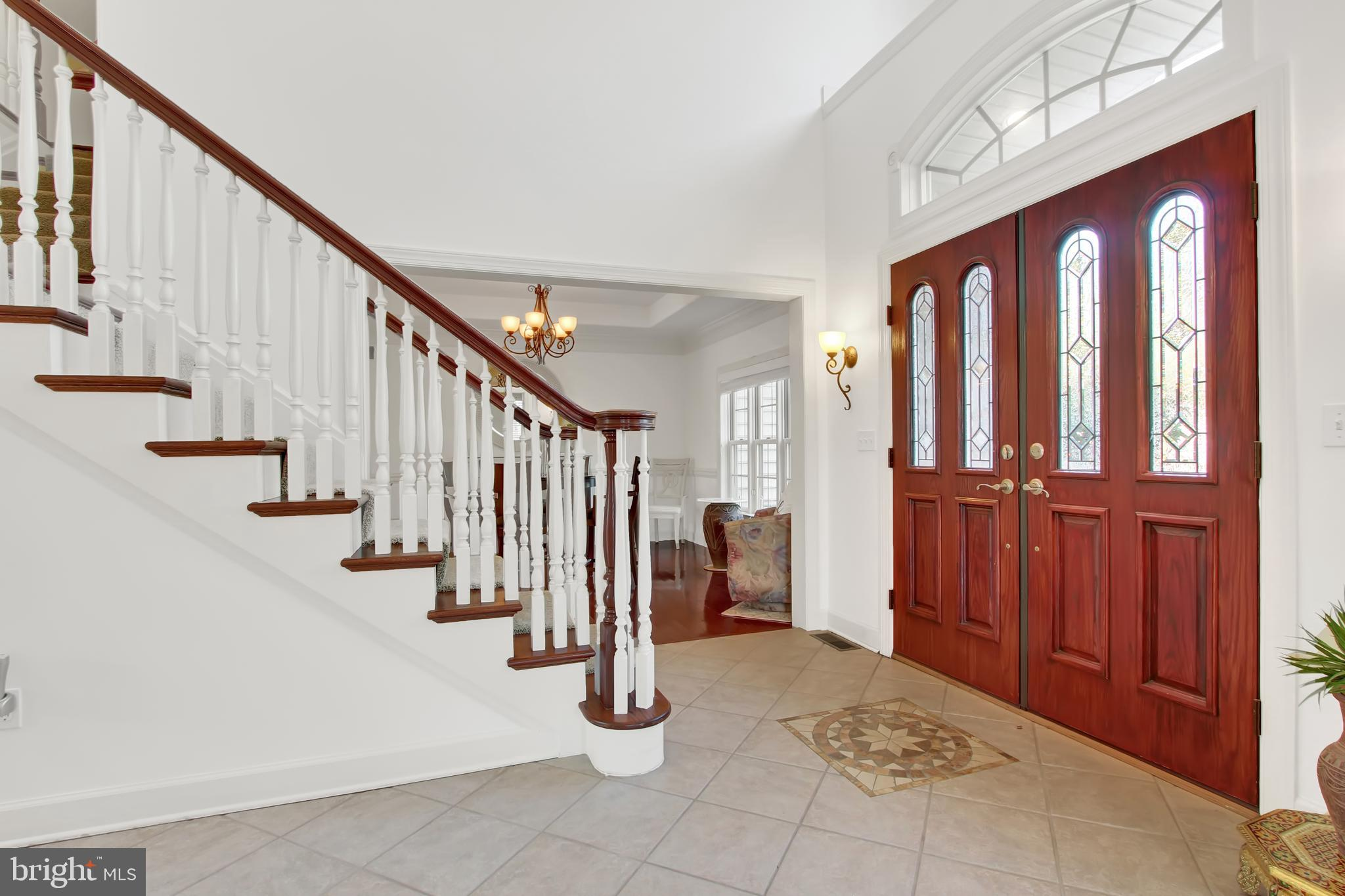 Grand entryway with two story vaulted ceilings