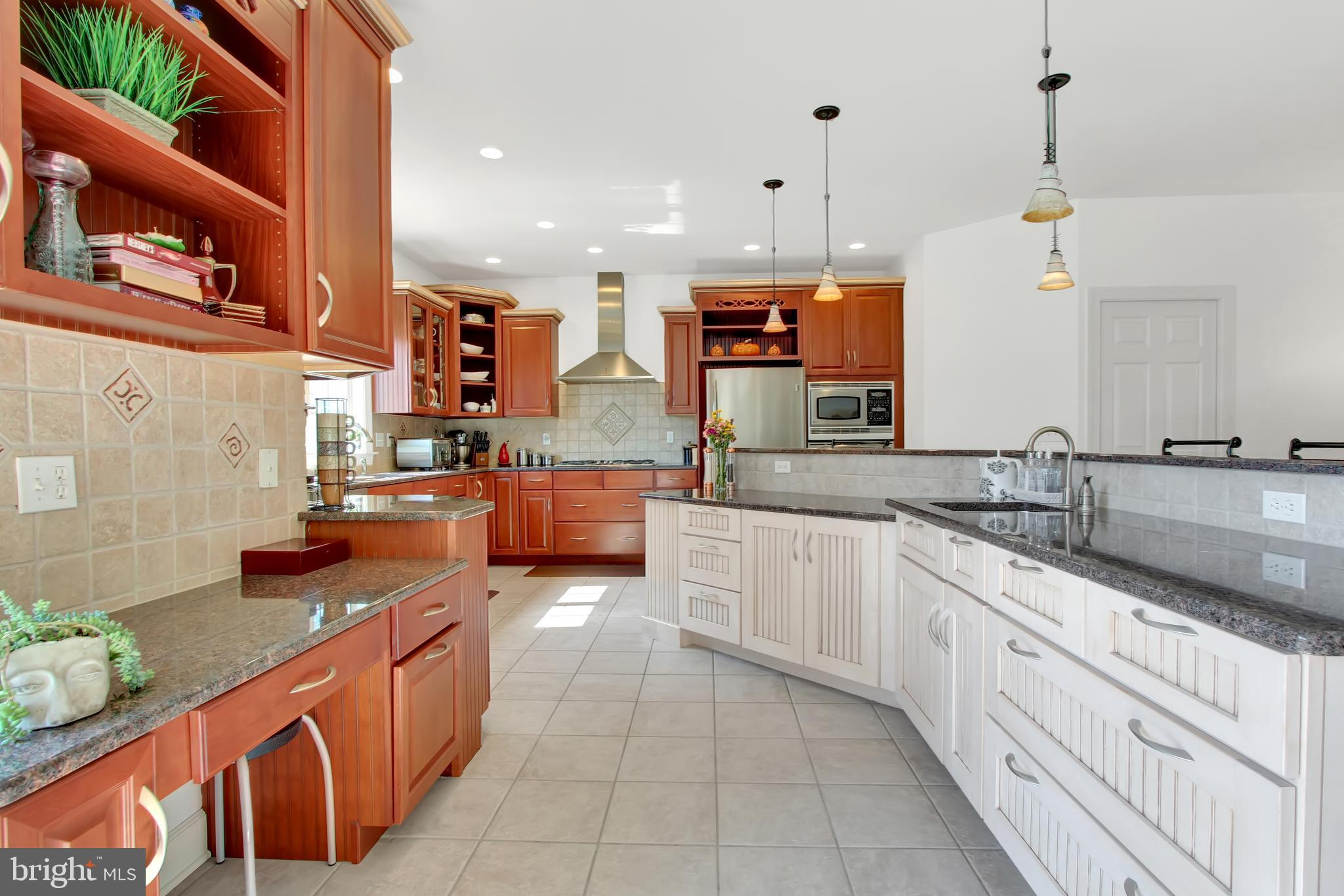 Curved lines, plenty of counter and shelf space