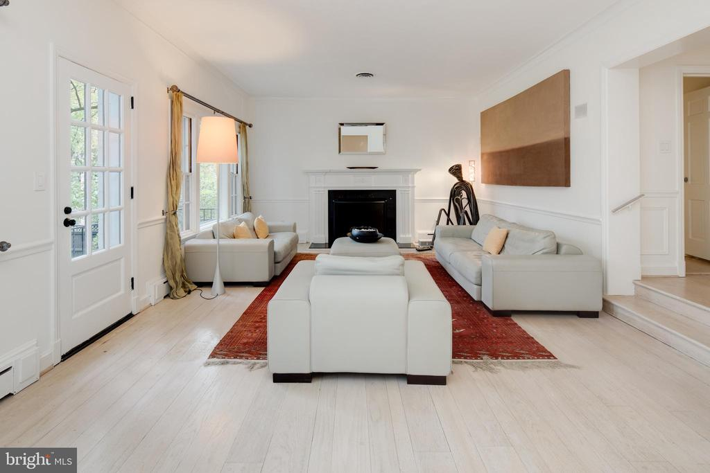 Living Room - 5016 LOUGHBORO RD NW, WASHINGTON