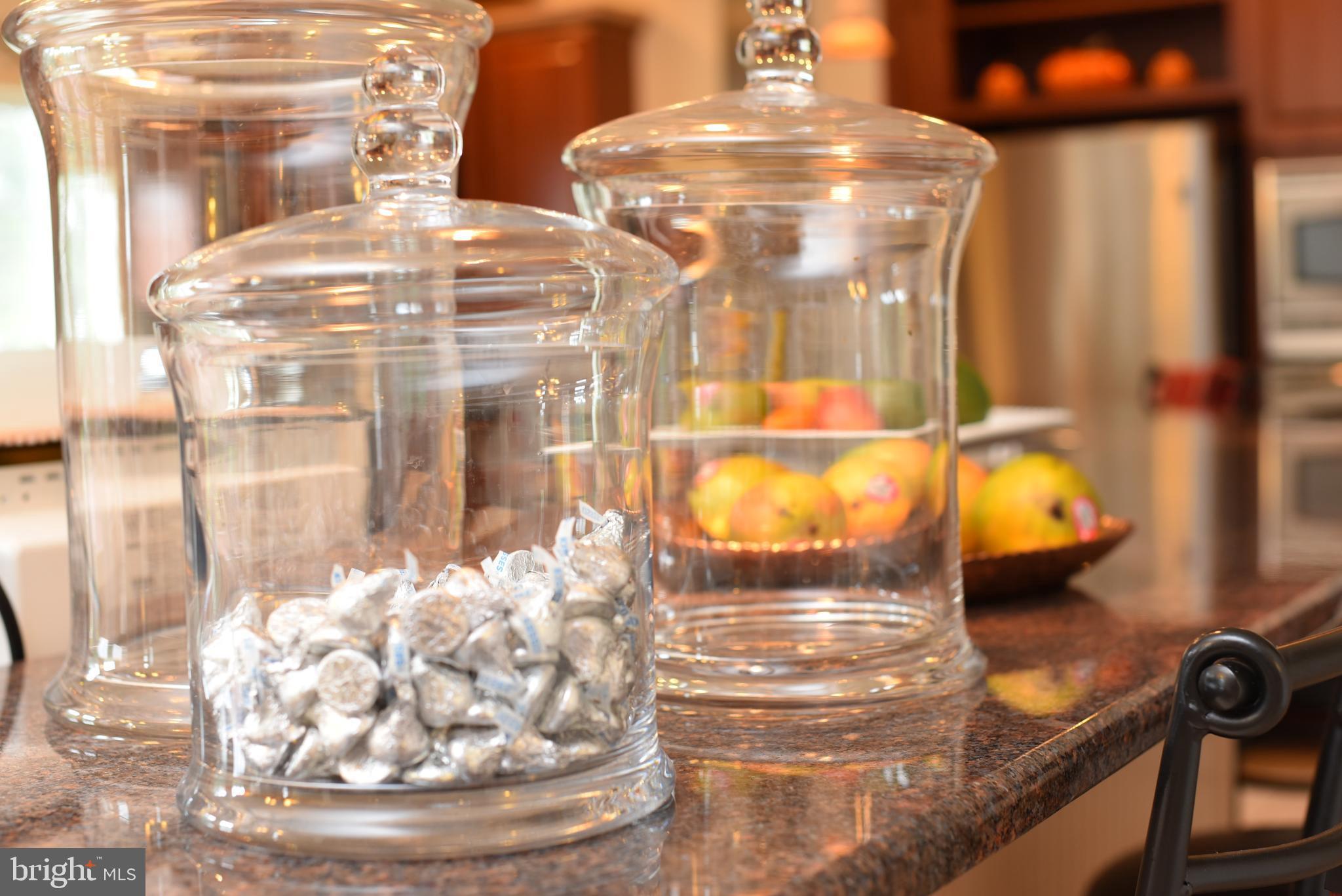 Gourmet kitchen, granite breakfast bar and island