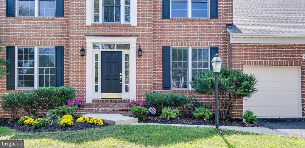 Move-In Ready - 43349 ROYAL BURKEDALE ST, CHANTILLY
