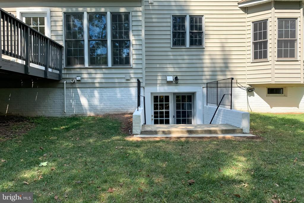 Walk- Up Stairs - 43349 ROYAL BURKEDALE ST, CHANTILLY