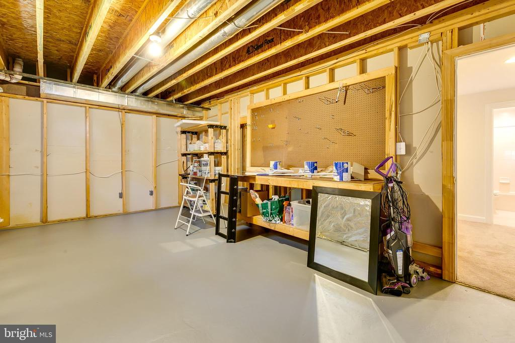 Storage Room / Hobby Room - 43349 ROYAL BURKEDALE ST, CHANTILLY