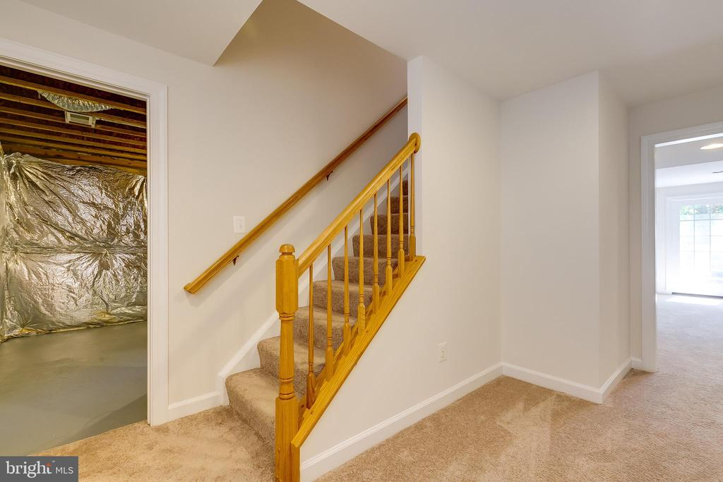 Lots Of Storage Space - 43349 ROYAL BURKEDALE ST, CHANTILLY
