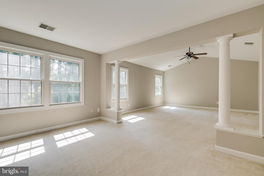 Master Bedroom with Sitting Room - 43349 ROYAL BURKEDALE ST, CHANTILLY