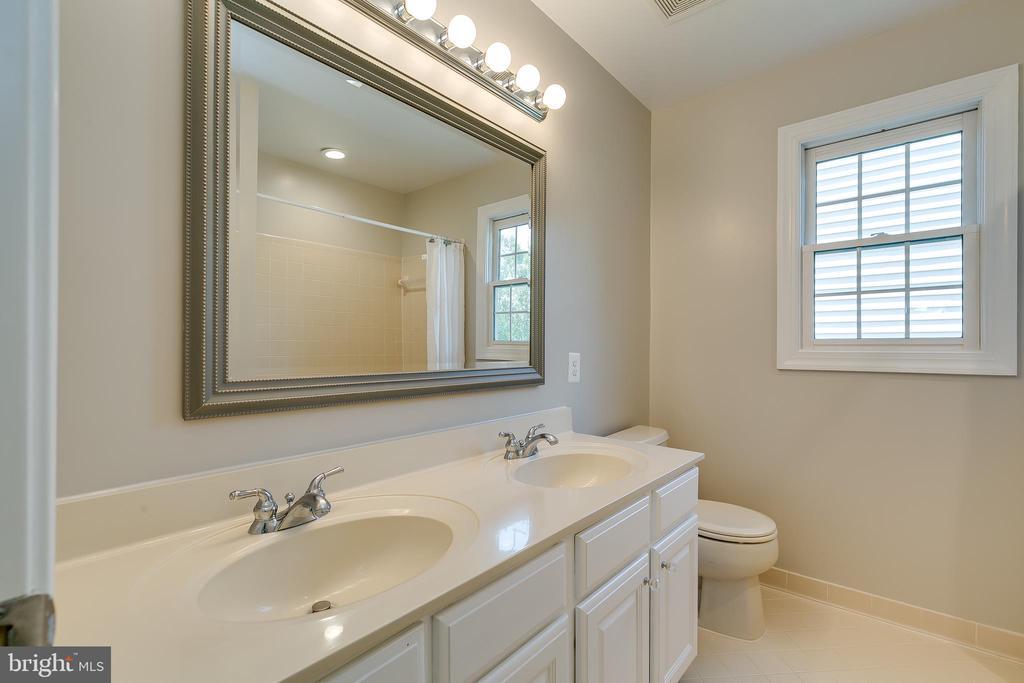 Full Bath - 43349 ROYAL BURKEDALE ST, CHANTILLY