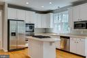 Center Island - 43349 ROYAL BURKEDALE ST, CHANTILLY