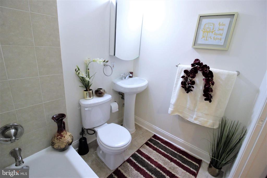Lovely Updated Master Bath - 131 R ST NE, WASHINGTON