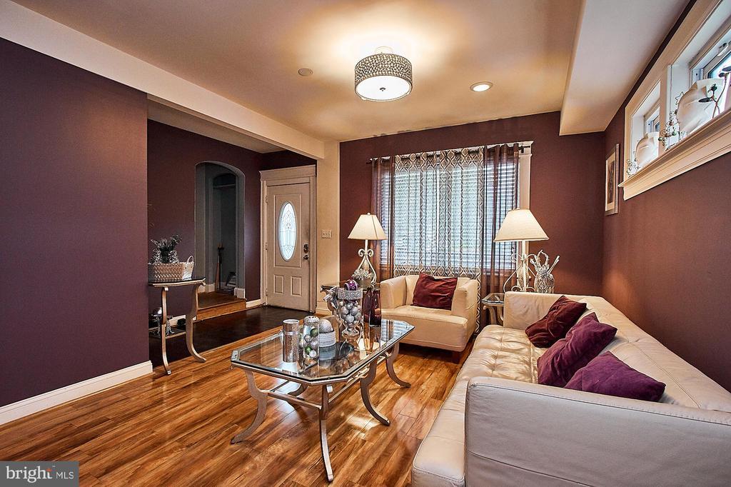 Living Room - 2017 NEWTON ST NE, WASHINGTON