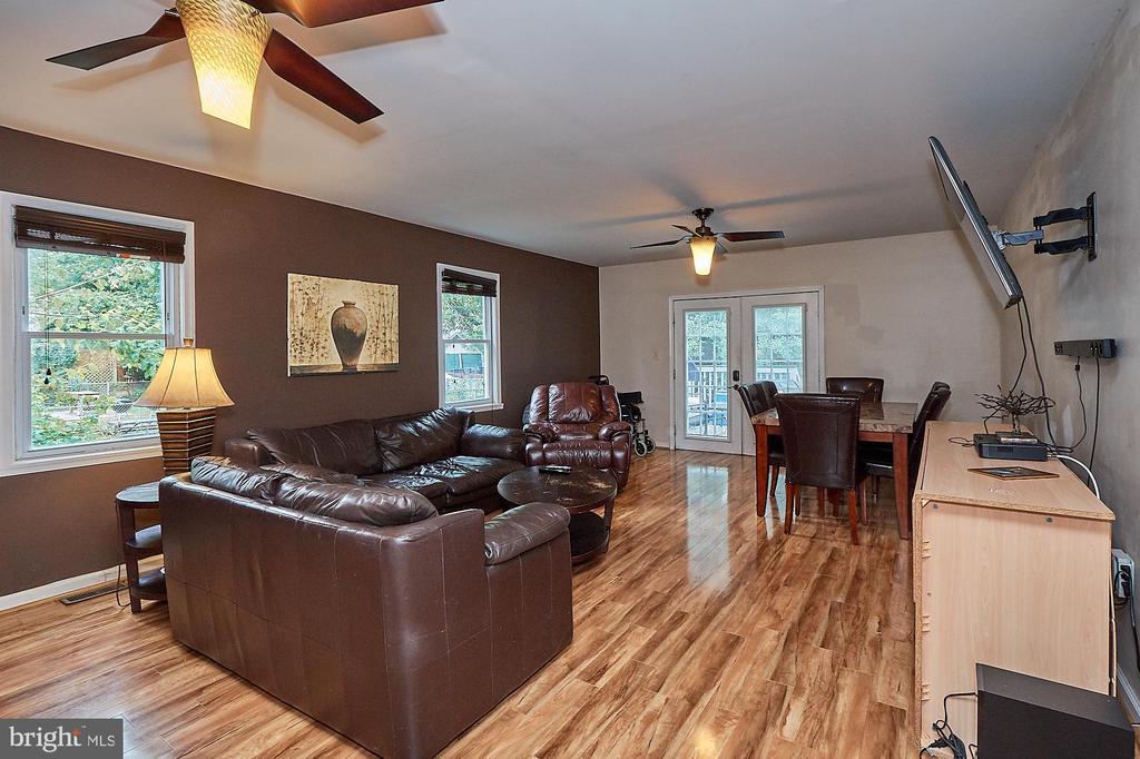 Family Room - 2017 NEWTON ST NE, WASHINGTON