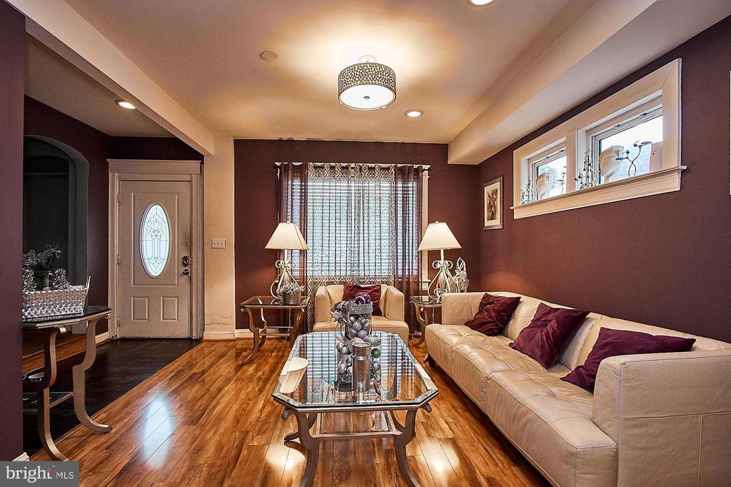 Entrance/Living Room - 2017 NEWTON ST NE, WASHINGTON