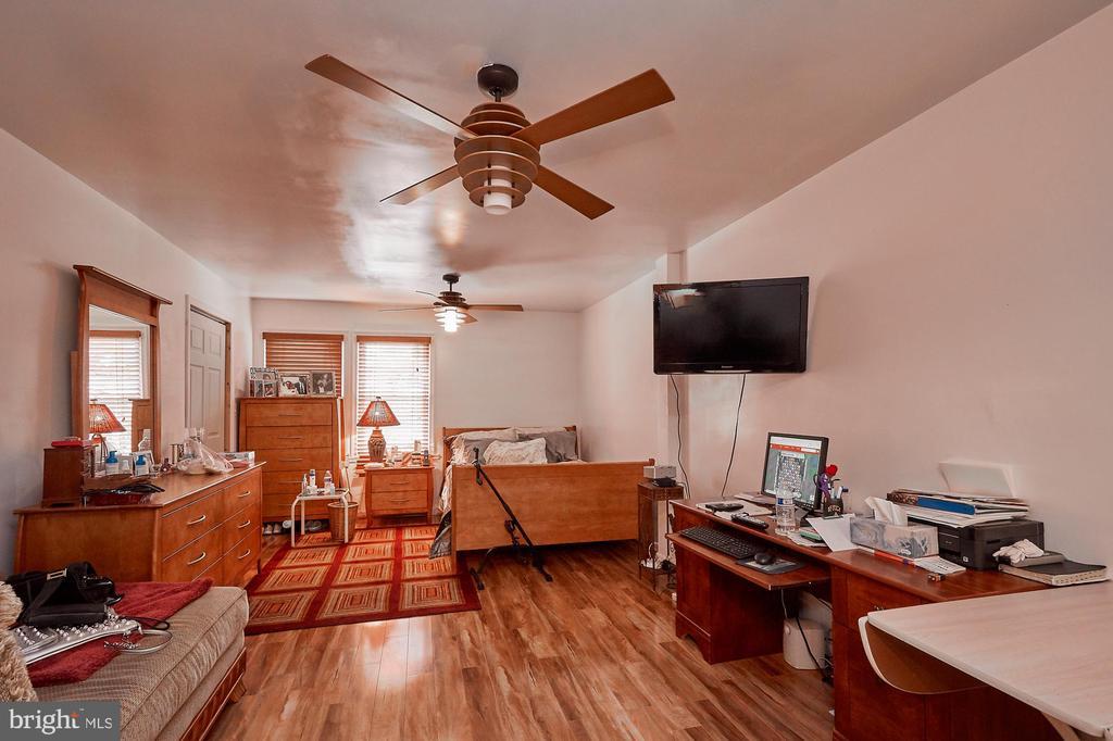 Maste suite #2 on 2nd level - 2017 NEWTON ST NE, WASHINGTON