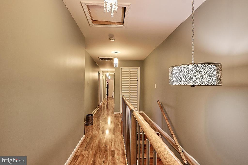 3rd level Hallway w/ 5 Large Bedrooms - 2017 NEWTON ST NE, WASHINGTON