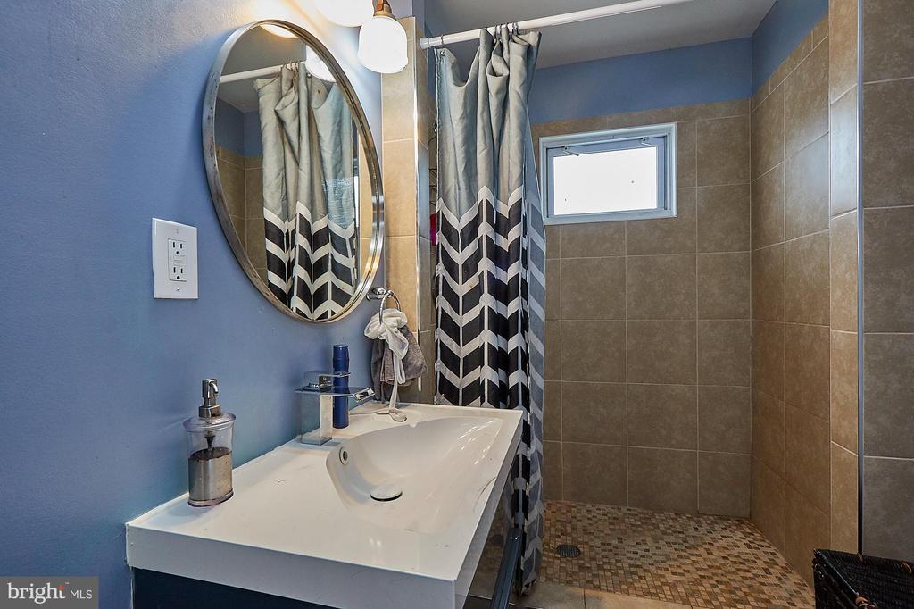 3rd level Bath #1 - 2017 NEWTON ST NE, WASHINGTON