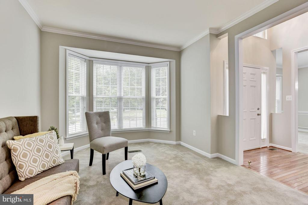 Living  room with large bay window - 42944 DEER CHASE PL, ASHBURN
