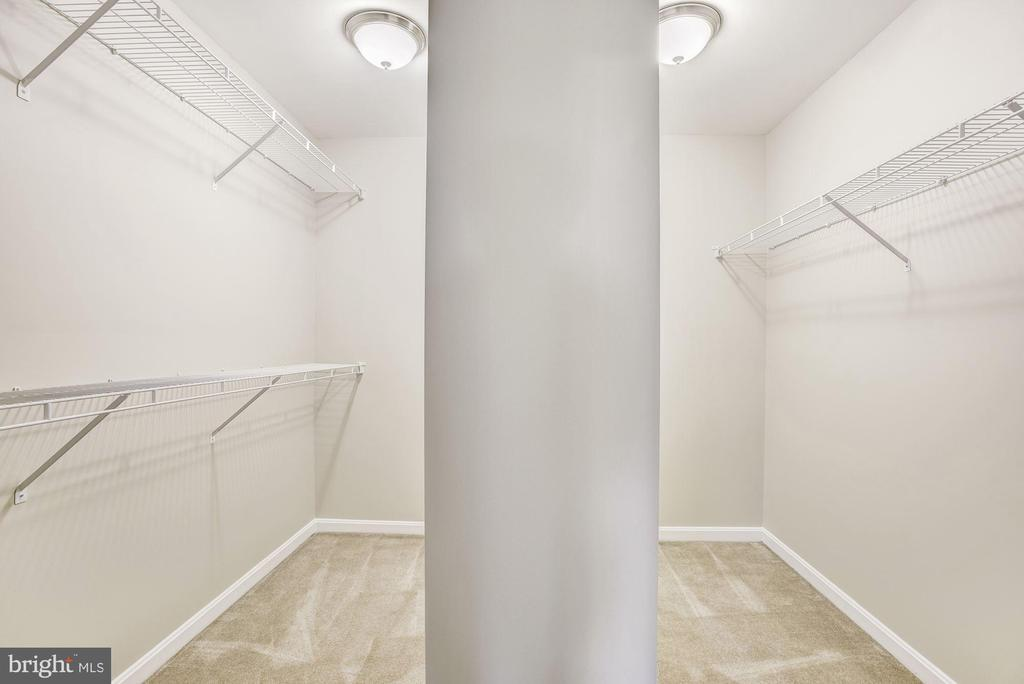 Spacious walk in closet - 42944 DEER CHASE PL, ASHBURN