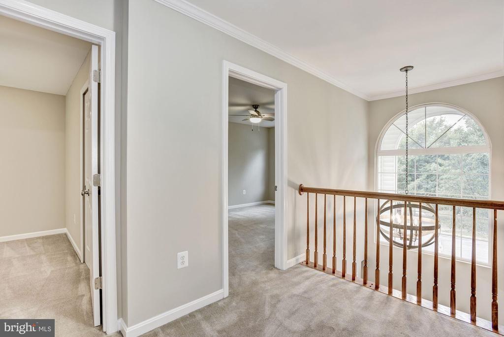 Upper level over looks foyer - 42944 DEER CHASE PL, ASHBURN