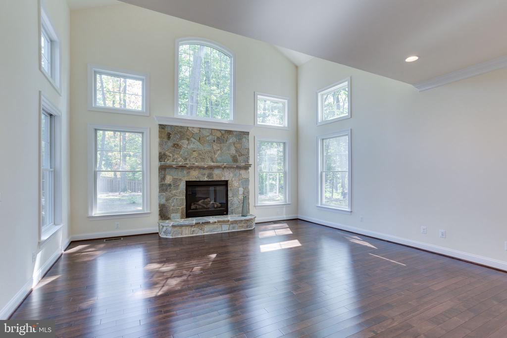 Great for entertaining has private, wooded views. - 1709 BESLEY RD, VIENNA