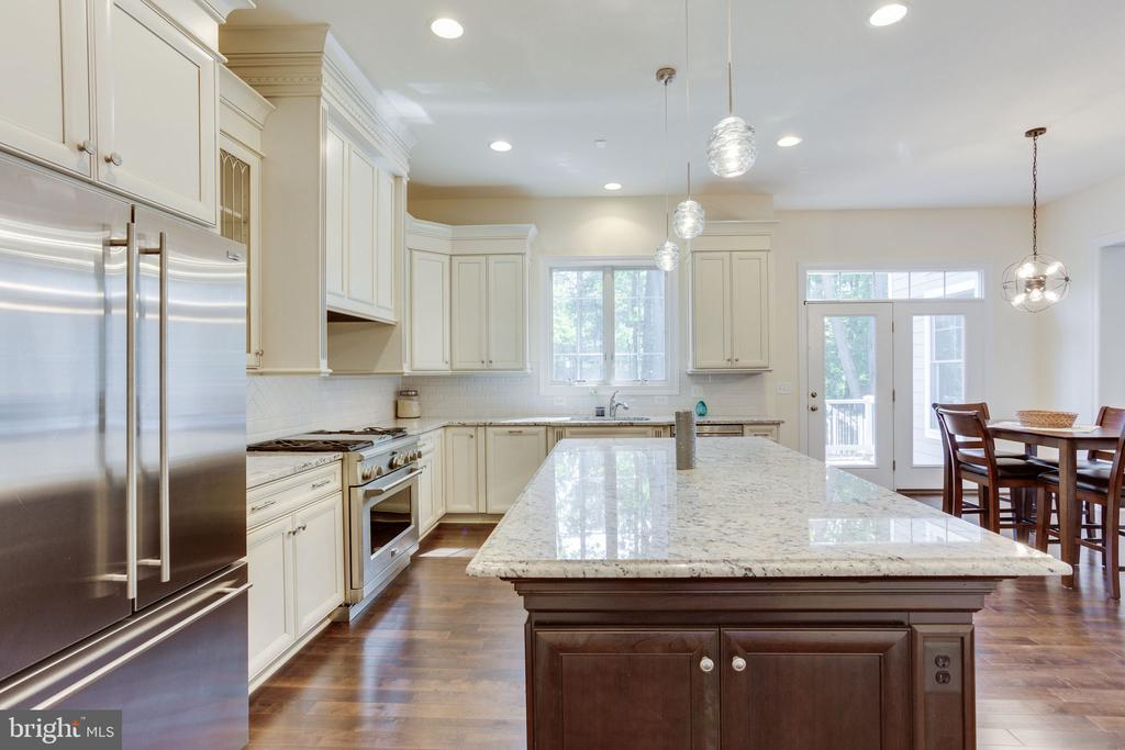 Large island with with LED pendants (Lightopia) - 1709 BESLEY RD, VIENNA