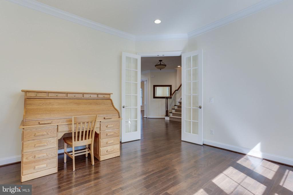 Very bright and sunny office room. - 1709 BESLEY RD, VIENNA