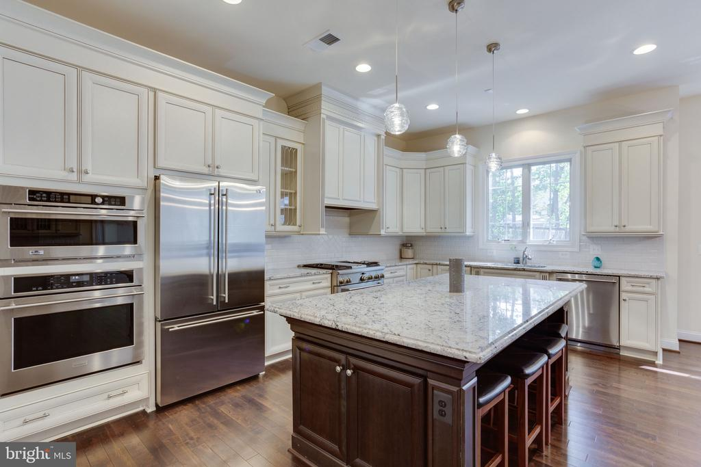 High-end stainless steel appliances - 1709 BESLEY RD, VIENNA