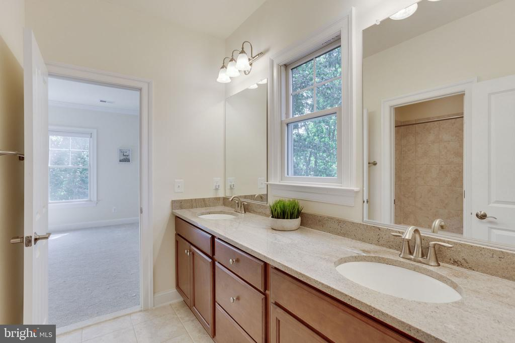 Jack and Jill with huge granite counter - 1709 BESLEY RD, VIENNA