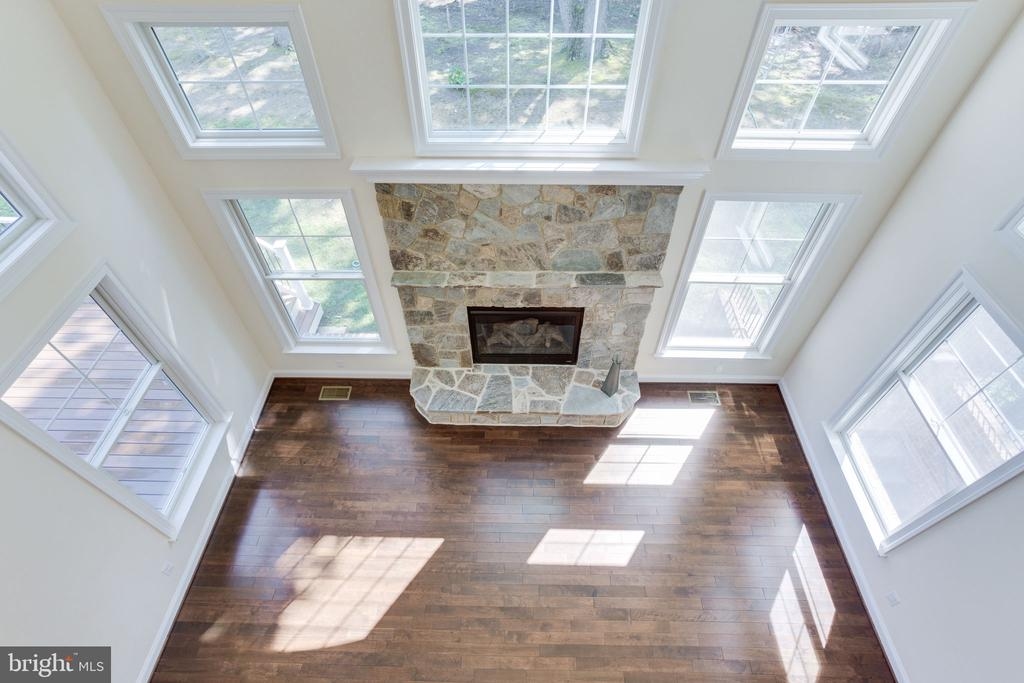 Two story family room - 1709 BESLEY RD, VIENNA