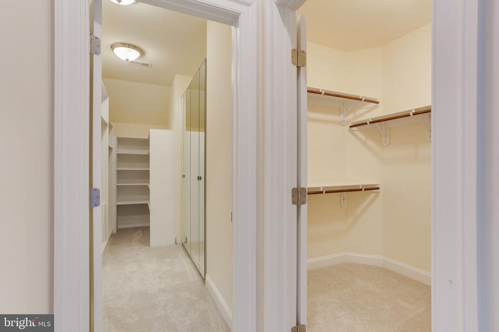 Closet organizer system for efficient use. - 1709 BESLEY RD, VIENNA