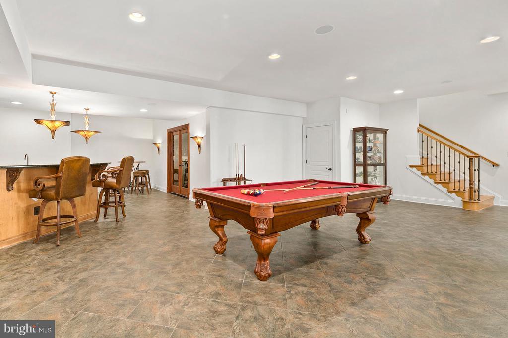 Lower level bar and billiards - 9110 DARA LN, GREAT FALLS